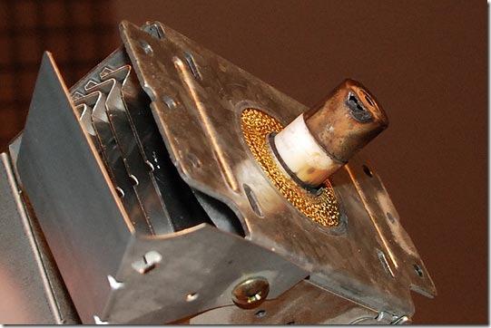 В принципе, магнетрон даже можно починить заменой колпачка- если у вас есть...  Сгорела надысь микроволновка.