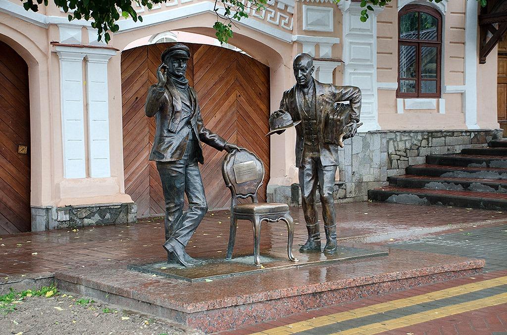 Памятник Остапу Бендеру в Чебоксарах